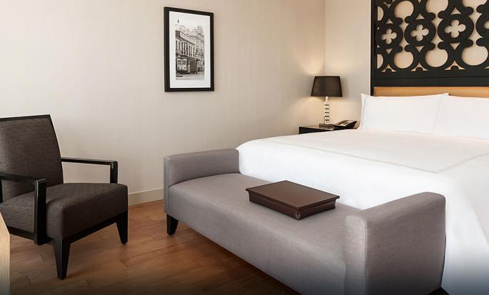 Hilton Lima Miraflores, Perú - Habitación ejecutiva con cama King y balcón