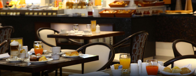 Hotel El Pardo DoubleTree by Hilton, Lima, Perú - Desayuno en el restaurante Zuma