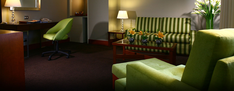Hotel El Pardo DoubleTree by Hilton, Lima, Perú - Sala de estar de la suite junior
