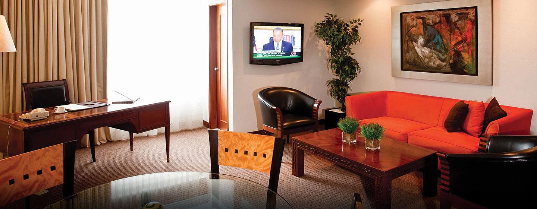 Hotel El Pardo DoubleTree by Hilton, Lima, Perú - Sala de estar de la suite master
