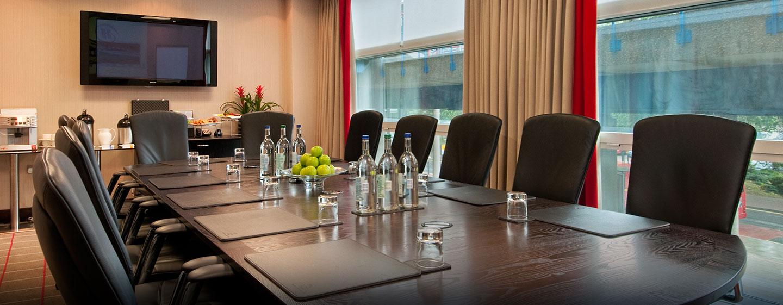 Gern unterstützen wir Sie bei der Organisation einer Tagung im Boardroom des Hotels