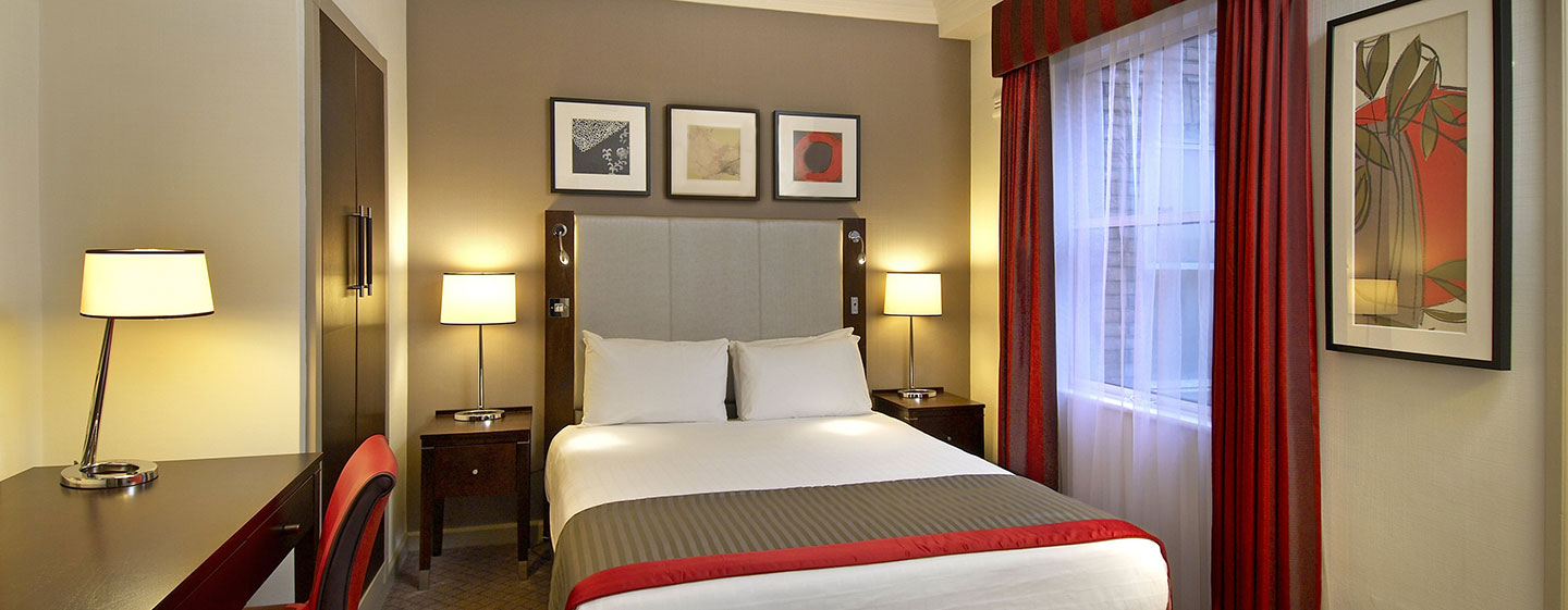 Hotel Hilton London Green Park, Londra, Regno Unito - Camera Deluxe Plus con letto matrimoniale