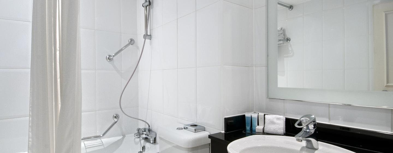 Entspannen Sie sich in der Badewanne des klassichen Badezimmers