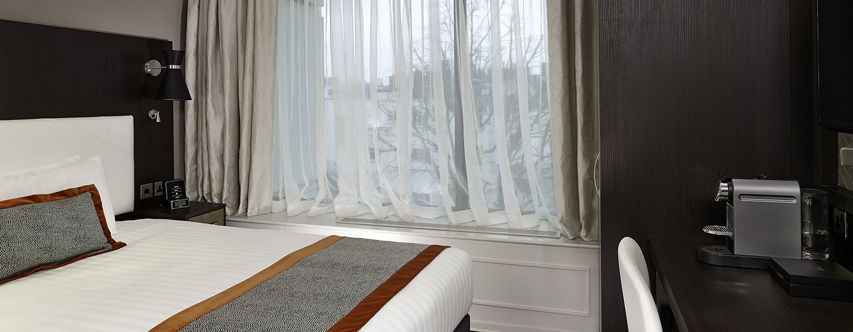 Das komfortable Einzelzimmer ist mit einer Kaffeemaschine ausgestattet