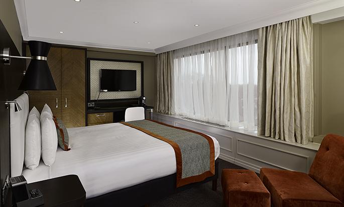 Hôtel DoubleTree by Hilton Hyde Park, Londres - Chambre de luxe avec très grand lit