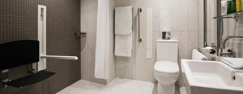 Hilton London Angel Islington Hotel, Großbritannien - Barrierefreies Badezimmer