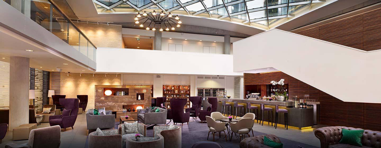 DoubleTree by Hilton Hotel London - Tower of London, Regno Unito - Lobby bar sotto il tetto in vetro dell'atrio