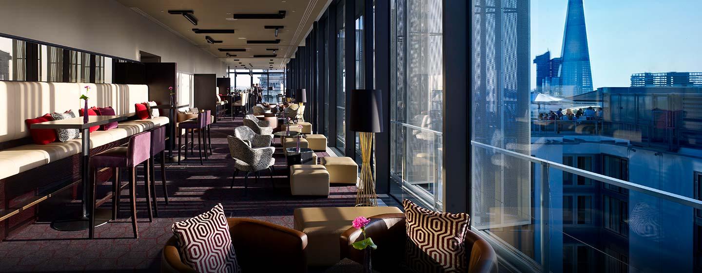 DoubleTree by Hilton Hotel London - Tower of London, Regno Unito - Salottino dello Sky Lounge alla sera