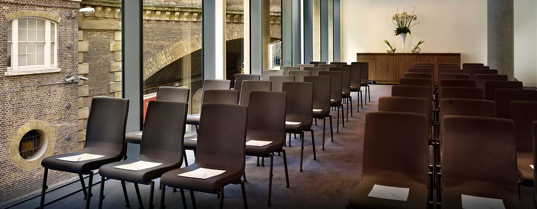 Hôtel DoubleTree by Hilton Tower of London, Londres - Salle de réunion avec baies vitrées