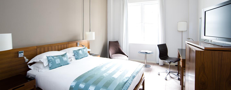 Entspannen Sie nach einem langen Tag in London in dem modernen Zimmer mit großem Bett