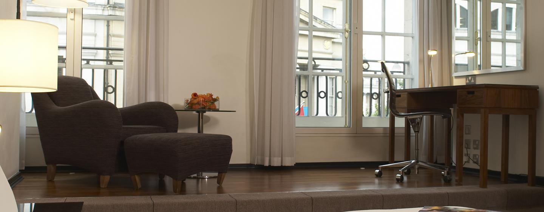 Genießen Sie den großen Wohnbereich in der Suite des Hotels