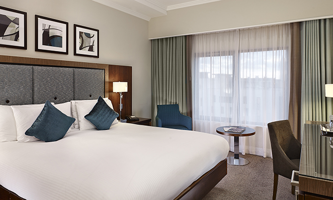DoubleTree by Hilton Hotel London - Victoria, UK - Queen Guest Room