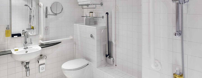 DoubleTree by Hilton Hotel London - Westminster, Regno Unito - Bagno accessibile ai disabili