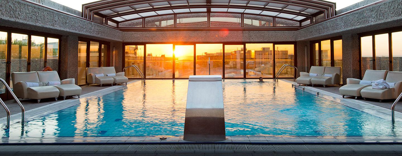 Hoteles de negocios en madrid hilton madrid airport espa a for Gimnasios madrid con piscina