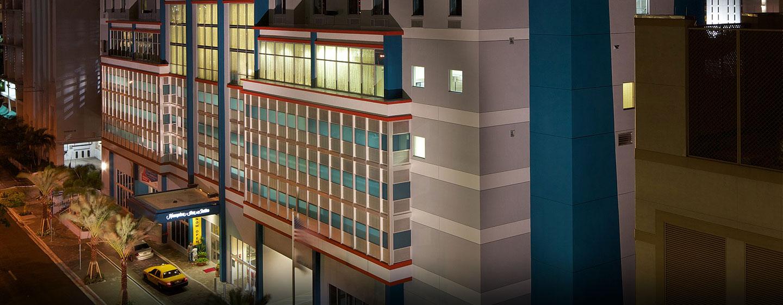 Hotel Hampton Inn & Suites Miami/Brickell-Downtown, Flórida - Hotel, à noite