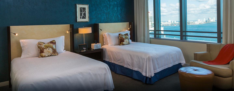 Hotel Conrad Miami, Flórida - Vista da baia com duas camas de casal Deluxe