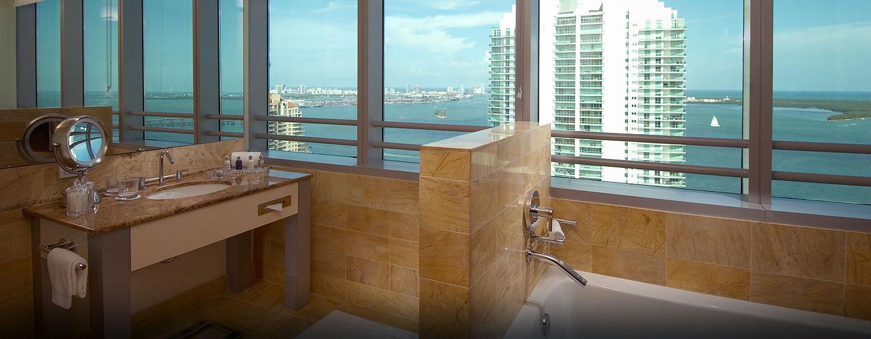 Hotel Conrad Miami, Florida - Residencia con cama King y vista a la bahía