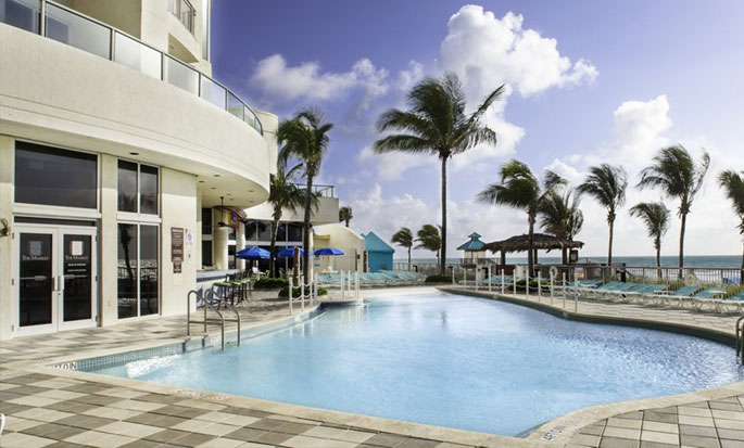 Hotel DoubleTree by Hilton Ocean Point Resort & Spa - North Miami Beach, FL - Piscina