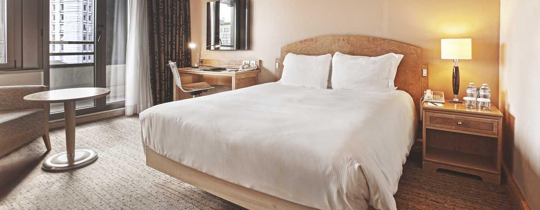 Camere Da Letto King: Cuscini grandi per letto elton cosatto beds divano. Testate letto in legno ...