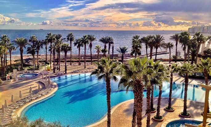 Hôtel Hilton Malta, San Ġiljan, Malte - Vue sur l'océan et la piscine