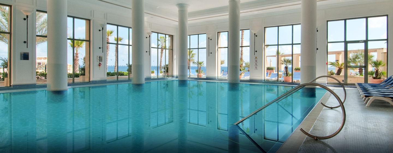 Im Fitness Club des Hotels befindet sich auch ein großer Innenpool