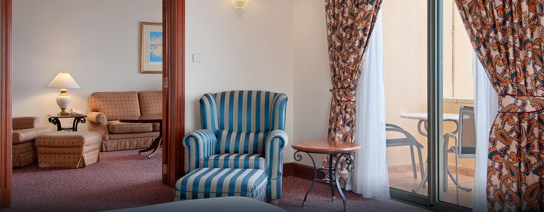 Die individuell dekorierten Suiten verfügen über komfortable Sofas und Sessel