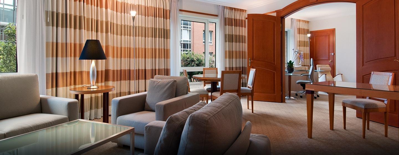 Genießen Sie das üppige Platzangebot der Executive Suite mit getrenntem Wohn- und Arbeitsbereich