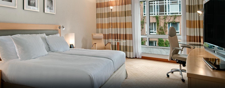 Die ruhigen Zimmer verfügen über King-Size-Betten