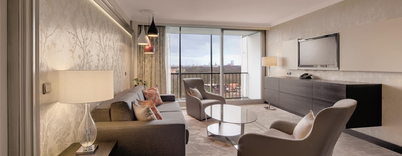Mit separaten Wohnbereich und viel Platz überzeugen die Suiten unsere Gäste