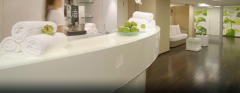 U bent van harte welkom in de healthclub van het Hilton Munich Park Hotel. Pak een lekkere, gezonde appel en een zachte handdoek mee.