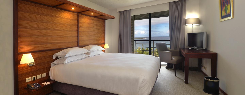 Hôtel Hilton Noumea La Promenade Residences, Nouvelle Calédonie - Chambre d'un appartement avec très grand lit