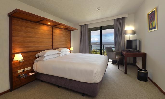 Hôtel Hilton Noumea La Promenade Residences - Chambre à coucher d'un appartement avec très grand lit