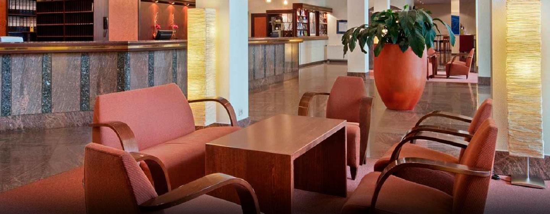 Nehmen Sie in der schönen Lobby Platz
