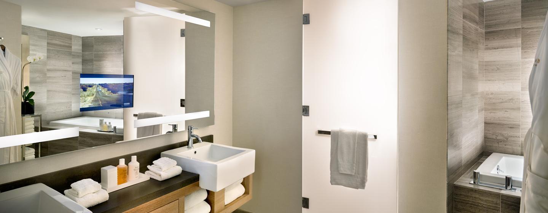Das schöne Badezimmer in der Suite ist mit einem Whirlpool ausgestattet