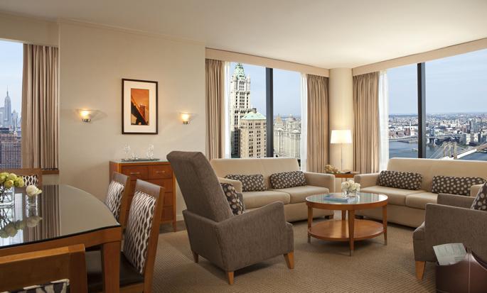 Hotel Millennium Hilton New York Downtown, Nueva York, Nueva York - Sala de estar de una suite