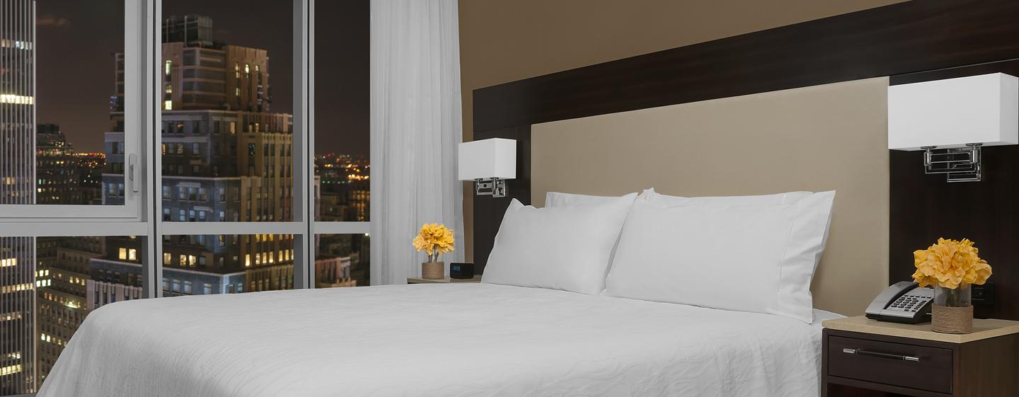 Hilton Garden Inn New York/Times Square Central Hotel, New York – Zimmer mit King-Size-Bett