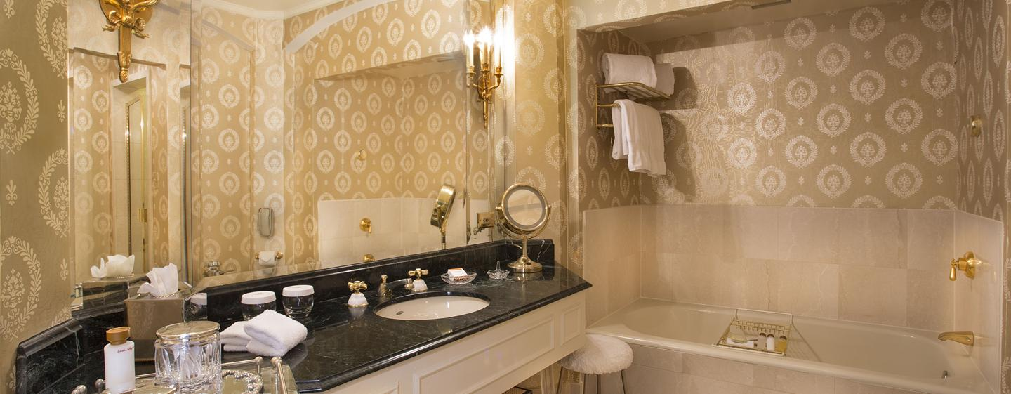 The Towers of the Waldorf Astoria New York, USA - Badezimmer des Towers Residential Apartment