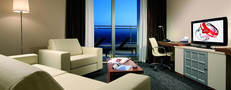 Doubletree by Hilton Hotel Olbia, Sardinia, Italia - Suite con letto queen size