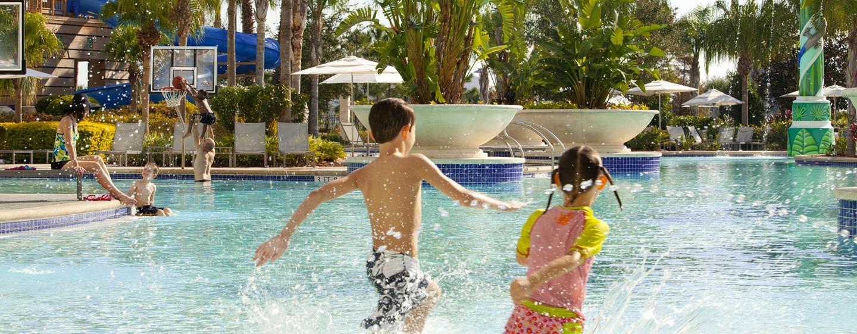 Hilton Orlando - Diversão em família à beira da piscina