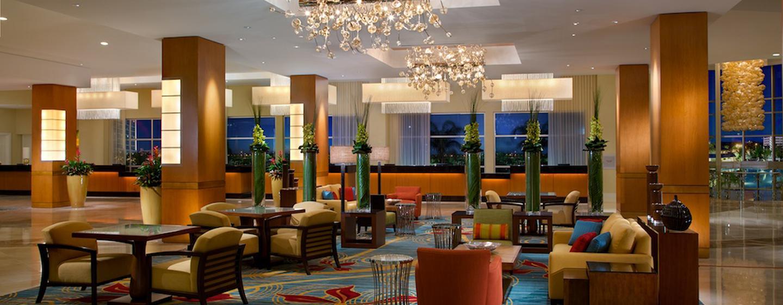 Im Eingangsbereich des Hotel können Sie auf den gemütlichen Sofas Platz nehmen