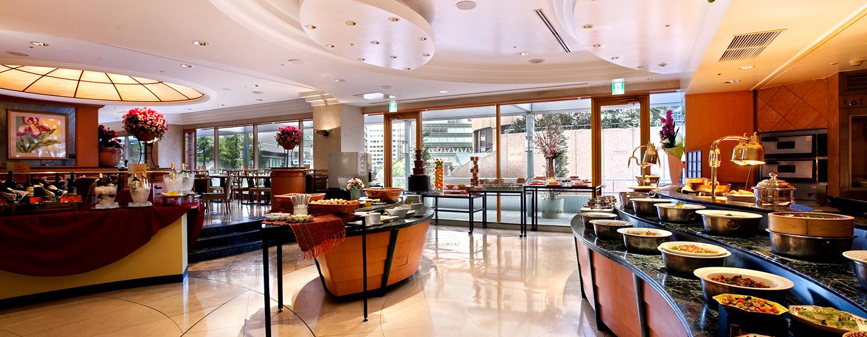Genießen Sie ein abwechslungreiches Buffet im Hilton Osaka