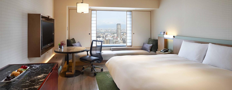 Am Abend eröffnet sich vom Hotel ein einzigartiger Blick auf die Großstadt Osaka