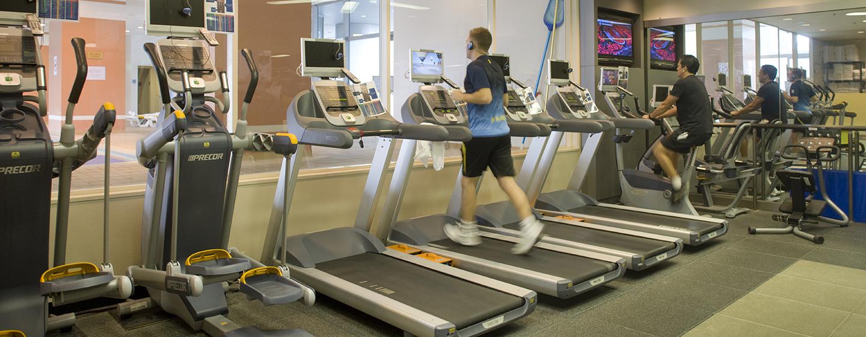 Trainieren können Sie mit professionellen Trainingsgeräten, für Cardio-und Kraftraining