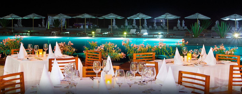 Hotel DoubleTree Resort by Hilton Hotel Paracas - Perú - Mesas al aire libre