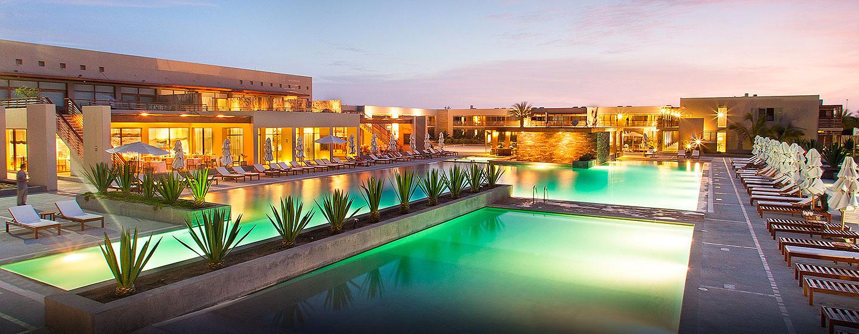 Hotel DoubleTree Resort by Hilton Hotel Paracas - Perú - Piscina por la noche