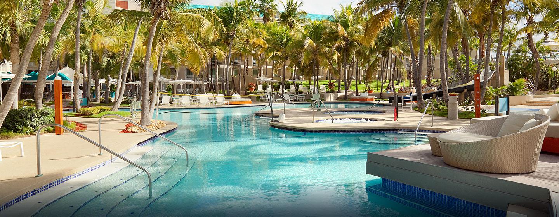 Hilton Ponce Golf & Casino Resort, Puerto Rico - Vista de la piscina en el día