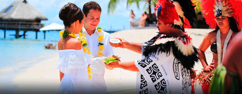 Hôtel Hilton Moorea Lagoon Resort & Spa, Polynésie française - Mariage traditionnel sur la plage