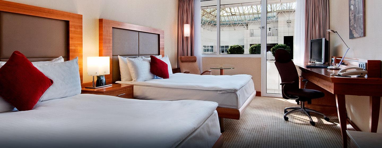 Das schöne Zweibettzimmer ist mit Queen-Size-Betten ausgestattet und bietet Ihnen vollen Komfort