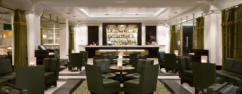 Treffen Sie sich mit Freunden und Kollegen zu einem leckeren Drink in der Lounge