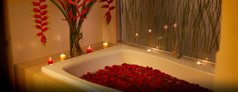 Hotel DoubleTree by Hilton Hotel Panama City - El Carmen, Panamá - Bañera de la habitación de lujo